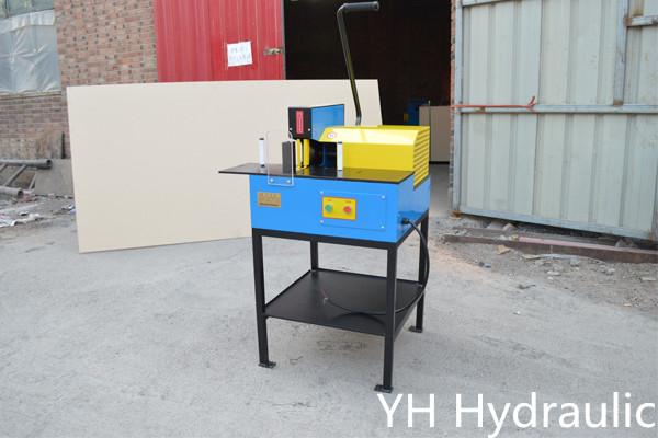 Máquina de corte de mangueiras